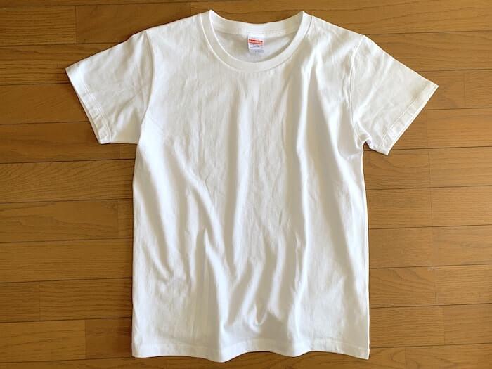 ユナイテッドアスレのTシャツは無地です