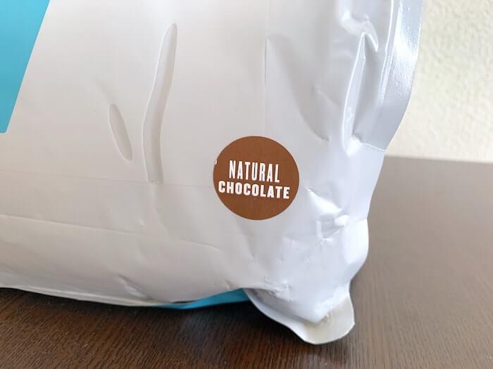 マイプロテイン ナチュラルチョコレート味 パッケージのアップ