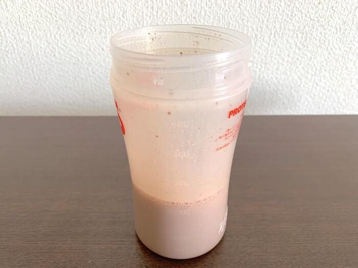 マイプロテイン ナチュラルチョコレート味 低脂肪乳割り
