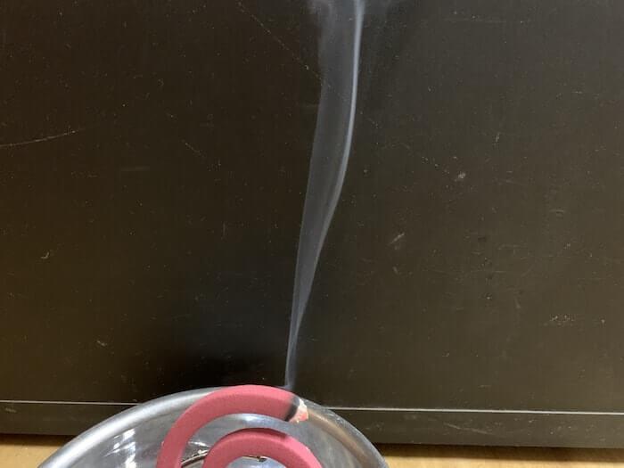 最強の蚊取り線香、富士錦パワー森林香の煙の量3